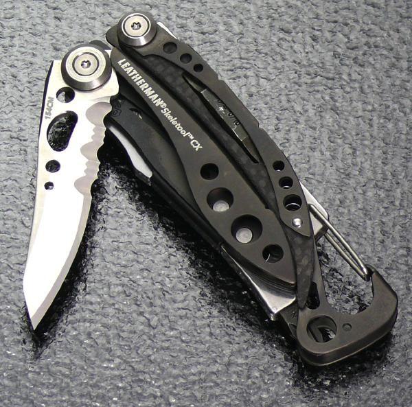 154CM素材のナイフ